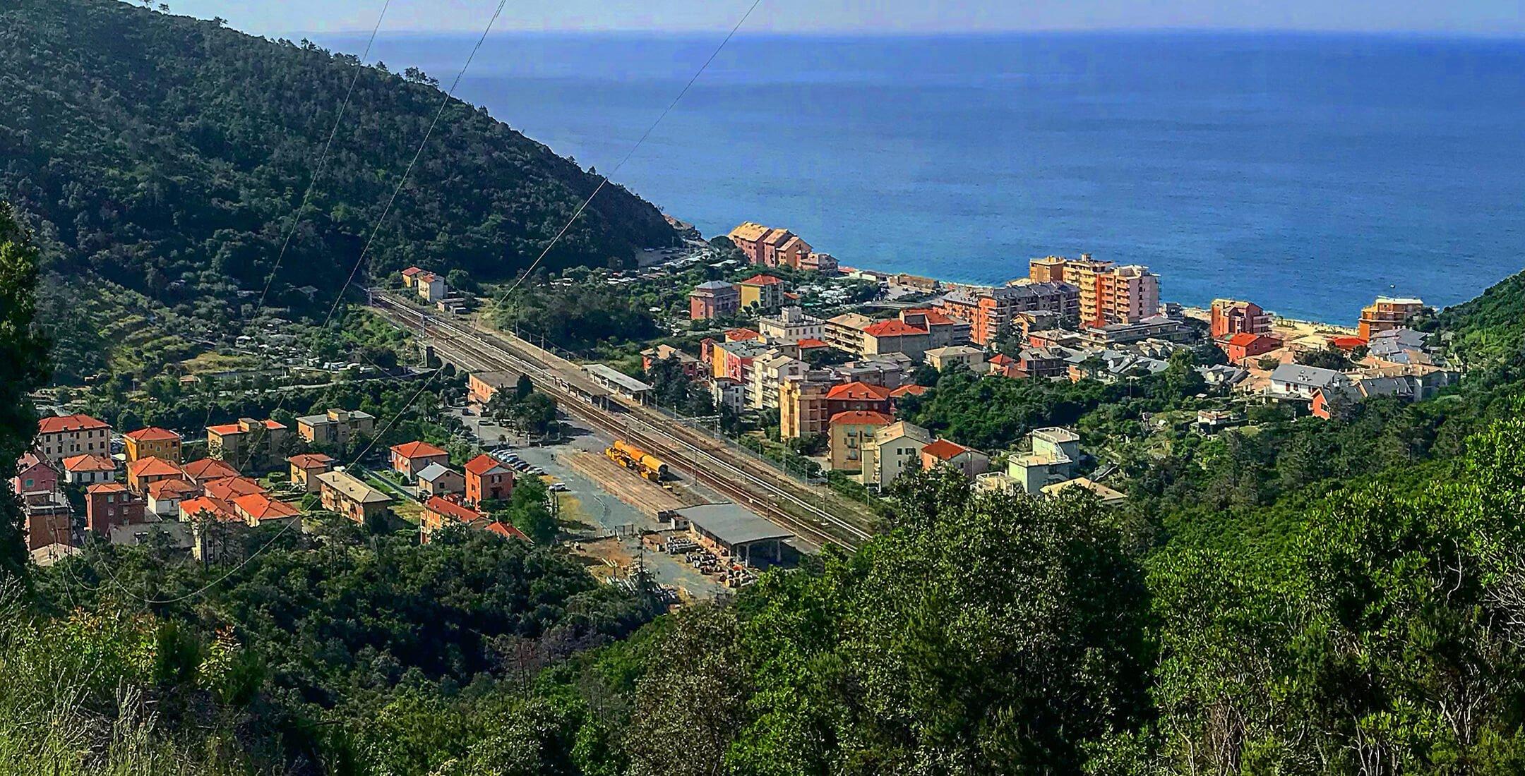 Vista di Deiva Marina dal sentiero per Moniglia