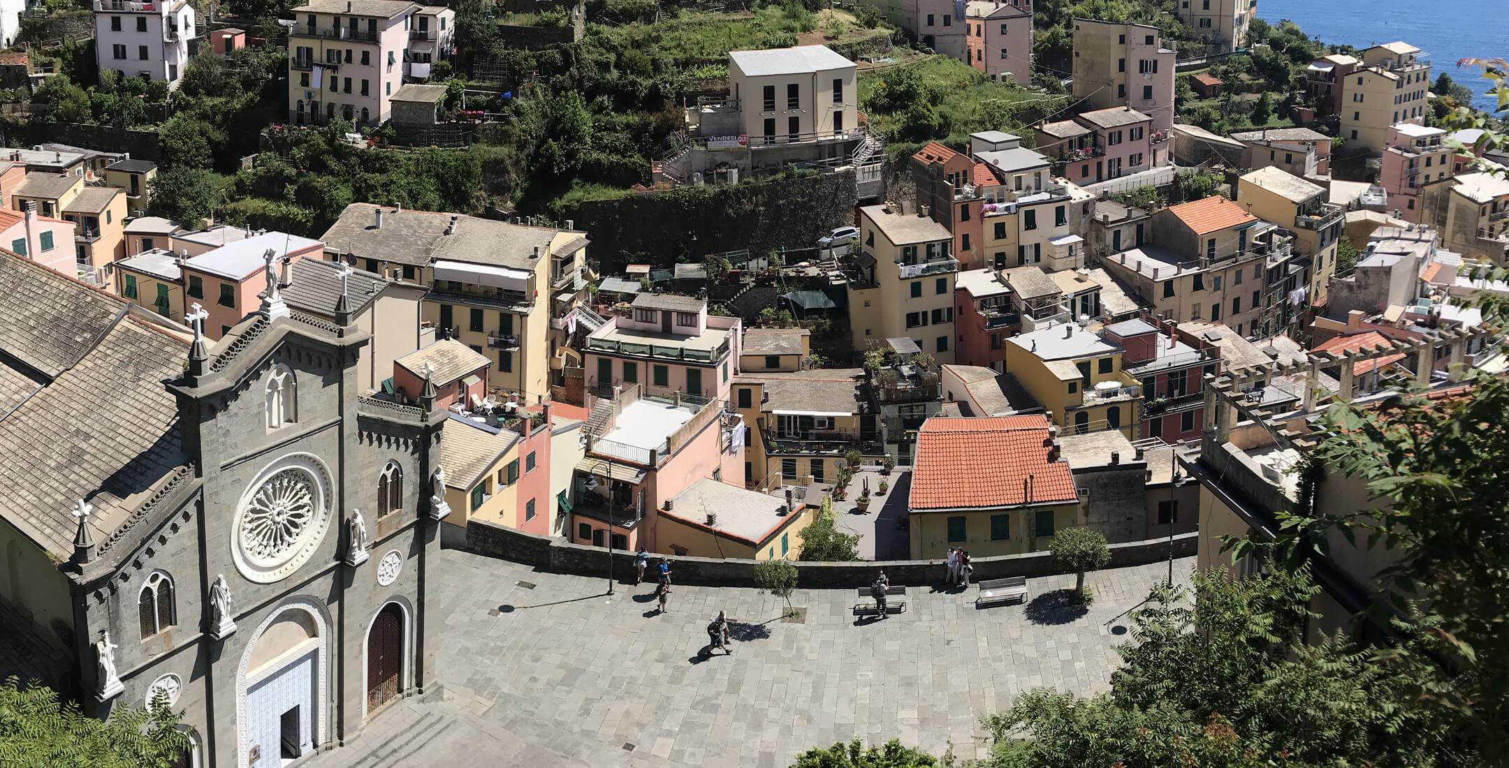 Bordo di Riomaggiore e Chiesa di San Giovanni Battista